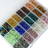 Glaskralen - kleuren mix - in kralendoos 725 gram, 4 tot 9 mm - kralen hobby volwassenen _