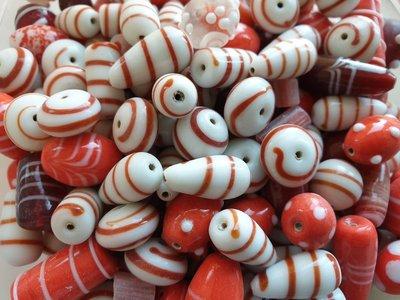 Glaskralen mix Semi Fancy rood en wit - kralen hobby volwassenen ca. 1000 gram