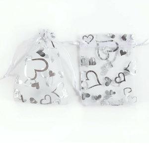 Organza zakjes met hartjes