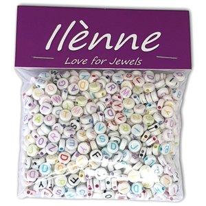 Letterkralen - witte kralen gekleurde letters mix - Acryl - 7 mm - ca. 750 stuks