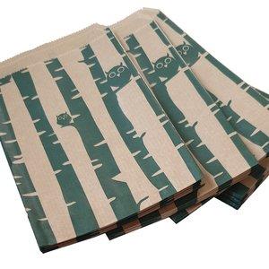 Papieren zakjes / cadeauzakjes 13,5x18 cm bruin met groene uiltjes 100 stuks